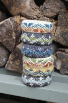Free pattern @ Let's Knit (need to register) - Fair Isle bangles