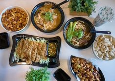 Rarely do we encounter an authentic restaurant that stands the test of time. To do so, the restaurant must remain relevant to the crowd, getting on with Sesame Oil Chicken, Fruit Shakes, Beef And Noodles, Milk Tea, Afternoon Snacks, Drinking Tea, Fresh Fruit, Seafood, Spicy