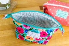 Sewing For Beginners Projects DIY Cute Corners Cosmetic Case {free sewing pattern} — SewCanShe Sewing Hacks, Sewing Tutorials, Sewing Crafts, Sewing Tips, Bags Sewing, Pouch Tutorial, Pencil Case Tutorial, Love Sewing, Sewing Projects For Beginners