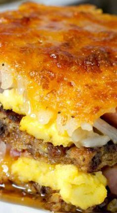 Breakfast Lasagna - Not your average breakfast casserole, this breakfast lasagna swaps French toast for pasta and layers in hash browns, smoked ham, cheese and eggs. white christmas,breakfast and brunch Breakfast Lasagna, Breakfast Desayunos, Breakfast Items, Breakfast Dishes, Breakfast Recipes, Office Breakfast Ideas, Good Breakfast Ideas, Frozen Breakfast, Easy Brunch Recipes