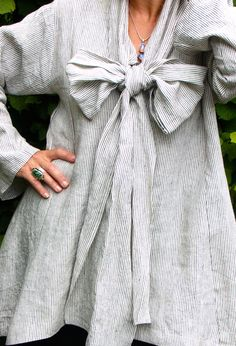 Most gorgeous voluminous artist smock dress wtih giant bow! Terry Macey and Angelika Elsebach Autumn / Winter Collection Mode Hippie, Mode Boho, Dress For Summer, Beautiful Outfits, Cool Outfits, Boho Fashion, Womens Fashion, Fashion Design, Robes Vintage