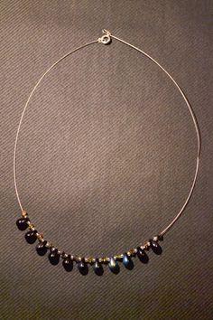 collier classique en perles de verre et cristal de Swarovski / Classical necklace made of glass and Swarovski cristal pearls