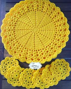 Best 12 Kit with 06 Sousplat + 06 Crocus Cup Holder Measures: Sousplat: Po … – – SkillOfKing. Crochet Placemats, Crochet Mat, Crochet Dollies, Crochet Table Runner, Crochet Doily Patterns, Crochet Round, Crochet Home, Filet Crochet, Crochet Designs