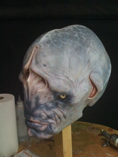 Probably my favorite design of an alien ever- MIB3 Casey Love Paint