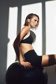 Shop our favourite looks from NET-A-PORTER that will have you motivated to move this summer. Fab, fresh and fit! Fitness Photography, Sport Photography, Fashion Photography, Fitness Photoshoot, Australian Models, Fitness Inspiration, Editorial Fashion, Active Wear, Instagram