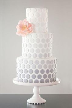 The polka dots add a such an elegant touch whimsy.                                                                                                                                                                                 Mehr
