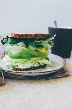 Jesenný syrový sendvič s jabĺčkom a zeleninou   JEDZ A MILUJ