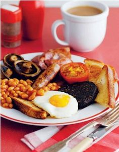 Full English breakfast - chips are for those wanting lunch... Chips have no place here.