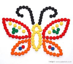 Lovely way to learn about maths and symmetry without the children even knowing that they are learning Plastic Bottle Caps, Plastic Bottle Flowers, Bottle Cap Art, Recycle Plastic Bottles, Diy Crafts Hacks, Diy And Crafts, Paper Crafts, Button Tree Art, Diy For Kids