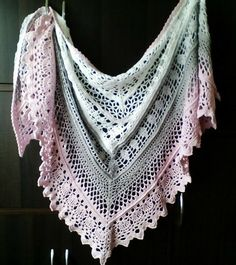 Edlothia shawl - fine cotton threads and a 4 mm hook.