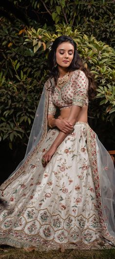 र66,970.00 Bridal Lehenga Choli, Special Occasion, Sari, Indian, Crop Tops, Floral, Skirts, How To Wear, Women