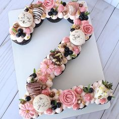 Birthday Ideas Discover Home - Scarlett Events Number pull apart cupcake cake. Can also be done as a letter cake. Pull Apart Cupcake Cake, Pull Apart Cake, Cupcake Cakes, Beaux Desserts, Types Of Desserts, Number Birthday Cakes, Number Cakes, Number Number, 21st Birthday Cupcakes