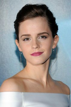 Emma Watson's hair & beauty: then vs now – Celebrities Woman Emma Love, Emma Watson Beautiful, My Emma, Emma Beauty, Hair Beauty, Golden Raspberry, Beautiful Celebrities, Beautiful Actresses, Emma Watson Estilo