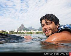 Na Lagoa Rodrigo de Freitas, Jesus aproveita a folga para praticar wakeboard