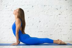Cobra pose for weight loss. Try this best fat burning yoga pose. Practice cobra pose everyday to burn belly fat fast. Powerful yoga pose for weight loss. Burn Belly Fat Fast, Reduce Belly Fat, Fat Burning Yoga, Cobra Pose, Yoga Posen, Cool Yoga Poses, Yoga Poses For Beginners, Yoga For Weight Loss, Vinyasa Yoga