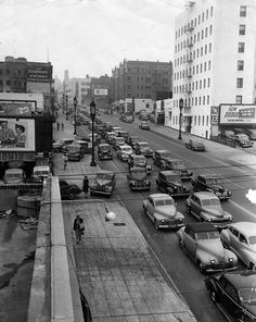 A traffic snarl in Los Angeles, circa 1946. (LAPL 00046379) Bizarre Los Angeles