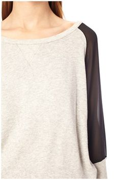 A cozy sweatshirt with a feminine touch: Perfect for a movie night in or a casual movie night out! Ditton Sweatshirt