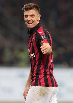 Football Soccer, Football Players, Milan Wallpaper, Chelsea, Ac Milan, Bomber Jacket, January 29, Milan Italy, Sports