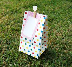 Sacolinhas e tags de lembrancinhas poá colorido