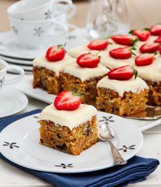 Hurra for 17 mai-kake + fem andre kakefavoritter Delicious Cake Recipes, Yummy Cakes, Dessert Recipes, Danish Dessert, Let Them Eat Cake, Sweet Treats, Deserts, Food And Drink, Favorite Recipes