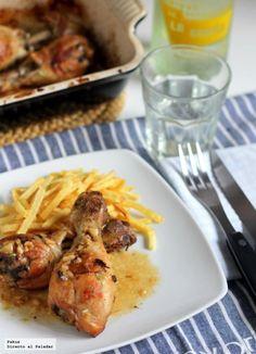 Receta de muslos de pollo marinados en limón y vino asados al horno. Con fotos del proceso de elaboración y sugerencia de presentación. Receta...