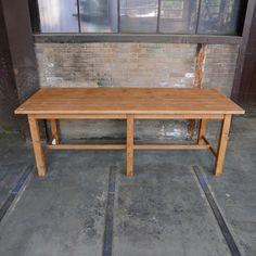 Bruine werktafel Outdoor Furniture, Outdoor Decor, Dining Bench, Bar, Home Decor, Decoration Home, Table Bench, Room Decor, Home Interior Design