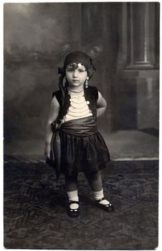Vintage Gypsy Girl - old Black and White Photo Post Card by stineshop Gypsy Life, Gypsy Soul, Hippie Gypsy, Gypsy Girls, Gypsy Women, Vintage Photographs, Vintage Images, Vintage Ads, Gypsy Culture