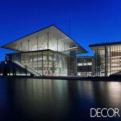 Restaurado, centro cultural Stavros Niarchos Foundation, localizado junto a um porto marítimo, na Grécia, abriga a Biblioteca Nacional e uma sala para concertos.