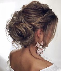 Featured Hairstyle: tonyastylist; www.instagram.com/tonyastylist; Wedding hairstyles ideas.