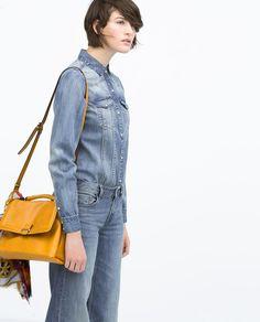 Image 2 de Chemise denim délavée de Zara