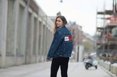 Tommy Jeans jacket fashion streetstyle look work by blogger Sophie Jorissen from the Netherlands. Radishtowear.com