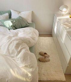 Room Design Bedroom, Small Room Bedroom, Room Ideas Bedroom, Home Room Design, Bedroom Decor, Bedroom Inspo, Dream Rooms, Dream Bedroom, Pastel Room