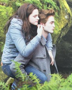 Photo of Twilight Cast for fans of Twilight Movie 6487526 Twilight 2008, Twilight Saga Series, Twilight Cast, Twilight Pictures, Twilight Movie, Twilight Wolf, Twilight Bella And Edward, Edward Bella, Edward Cullen