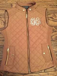 Monogrammed Quilted Puffer Vest by WilkesMonograms on Etsy - 2019 Monogram Shirts, Monogram Decal, Monogram Styles, Preppy Style, My Style, Southern Prep, Southern Shirt, Southern Marsh, Southern Tide