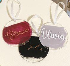Custom Christmas Ornaments, Christmas Gift Tags, Christmas Crafts, Diy Xmas Gifts, Cricut Monogram, Acrylic Keychains, Keychain Design, Cricut Craft Room, Jingle All The Way