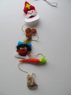 Sinterlaas slinger Felt Ornaments, Christmas Ornaments, Saint Nicolas, Kindergarten Crafts, Crafty Kids, December 2013, Food Crafts, Reno, Felt Fabric