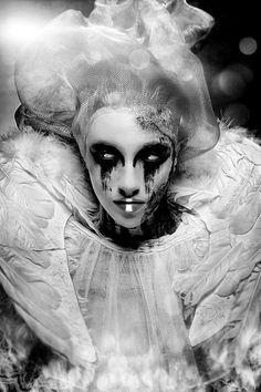 A dark pierrot - perhaps? Dark Photography, Creative Photography, Makeup Photography, Artistic Photography, Maquillage Halloween, Halloween Face Makeup, Wolf, Ange Demon, Foto Art