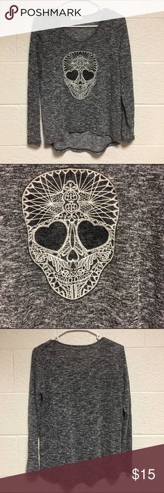 Aeropostale Skull Top Excellent condition, never been worn, made of 61% rayon and 39% polyester Aeropostale Tops Tees - Long Sleeve