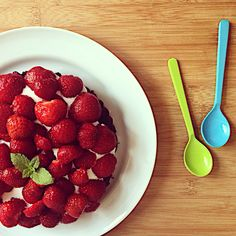 Find denne lækre jordbærtærte uden gluten og sukker på min blog www.ninnastyle.dk