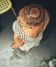 Free hand Jagua tattoo design. Crown design by Ana's Work #henna #jaguatattoo #temporarytattoo