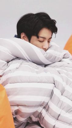 """The local """"Bad Boy"""" named Jeon Jungkook meets his opposite """"The Soft Boy"""" Park Jimin. ⚠️WARNING⚠️ Some cursing and smut. i have an editor I. Foto Jungkook, Foto Bts, Jungkook Sleep, Jungkook Lindo, Jungkook Cute, Jungkook Oppa, Jung Kook, Wattpad, Jungkook Mignon"""