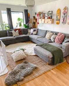 If you've seen my stories today I bought finally a bigger rug that fits the hu… - Zimmereinrichtung Living Room Furniture Arrangement, Living Room Decor, Big Rugs, Budget Home Decorating, Decorating Ideas, Piece A Vivre, Bohemian Decor, Modern Bohemian, Sweet Home