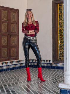 Faux leather pants made by Christina Striewski vanilla pearl for Arcanum Fashion - Damenmode Pantalon Vinyl, Pantalon En Faux Cuir, Faux Leather Pants, Leather Boots, Fashion Models, Fashion Outfits, Womens Fashion, Fashion Trends, Sexy Outfits
