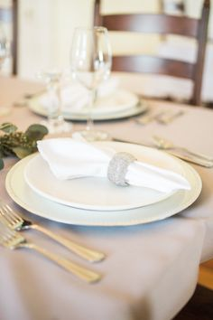 Wedding venue inn in Cynthiana, Kentucky that also hosts private events, and overnight guests at B&B. Historic / house / breakfast / dinner / bride / farm wedding / southern wedding / garden wedding / decorating bedroom / southern decorating / wedding inspiration / wedding reception / wedding ceremony