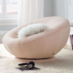 This bean bag chair is a quite inspirational and marvelous idea Gold Room Decor, Cute Room Decor, Gold Bedroom, Modern Bedroom, Bedroom Black, Room Ideas Bedroom, Bedroom Decor, Bedroom Designs, Bedroom Lounge Chairs
