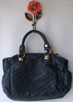 Bolsa  média azul escuro com detalhes trançados  R$189.90