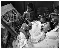 Frida Kahlo painting in the Hospital. The artist as a patient and the hospital as the studio.