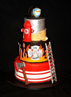 Hochzeitstorten feuerwehr Fireman Groom This would be an awesome grooms cake! Fancy Cakes, Cute Cakes, Pink Cakes, Firefighter Birthday, Firefighter Wedding, Firefighter Grooms Cake, Fireman Wedding, Camo Wedding, Fire Cake