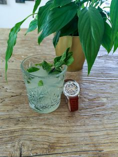 Ingredients: 1 tbsp. Lime Juice, 2 tbsp. Sugar, 1/2 cup Green Tea (chilled), 3cl White Rum, ~4 Mint Leaves