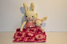 bluettine: Deux lapins sous une couverture